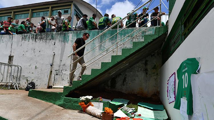 La foto del pequeño hincha desconsolado del Chapecoense que ha dado la vuelta al mundo