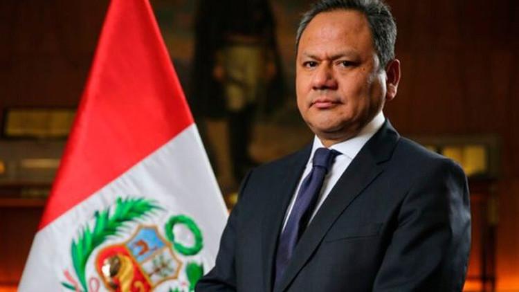 """""""Mi delito es haberme enamorado"""": El ministro de Defensa de Perú dimite por su relación sentimental"""