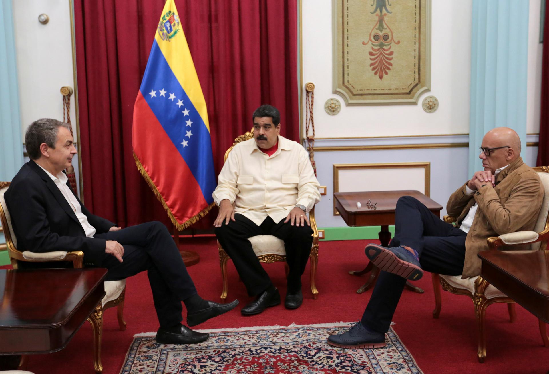 Nicolás Maduro y el ex presidente del Gobierno de España, José Luis Rodríguez Zapatero, 31 de octubre de 2016.