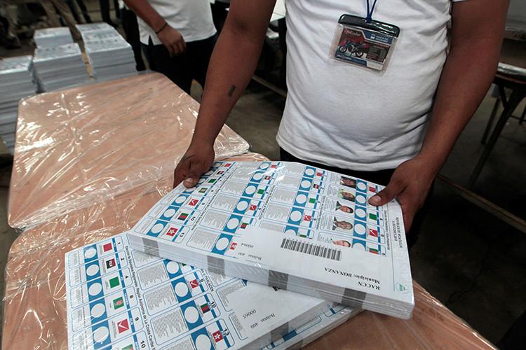 Empleados del Consejo Supremo Electoral de Nicaragua preparan las cédulas de votación para las elecciones presidenciales del 6 de noviembre (Managua, Nicaragua), el 19 de octubre de 2016.