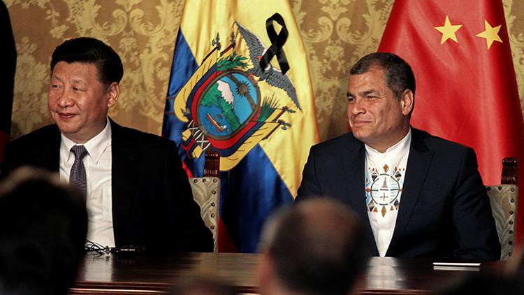 El presidente chino, Xi Jinping, (izquierda) participa en una ceremonia especial con el presidente ecuatoriano, Rafael Correa, en Quito, Ecuador, el 17 de noviembre de 2016.