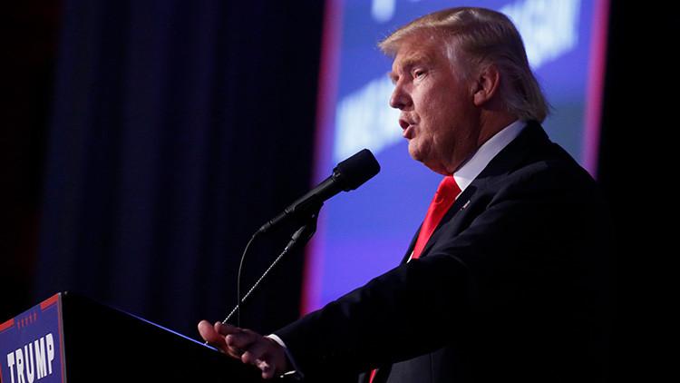 El recién presidente electo de EE.UU., Donald Trump, pronuncia un discurso en un mitin en Manhattan, Nueva York, EE.UU., el 9 de noviembre de 2016.