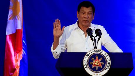 El presidente filipino, Rodrigo Duterte, en el discurso de celebración del 80 aniversario de la Oficina Nacional de Investigaciones en la sede de la Oficina in Manila, Filipinas. 14 de noviembre de 2016.