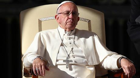 El papa Francisco asiste a su audiencia general en la Plaza de San Pedro en el Vaticano, el 16 de noviembre de 2016.