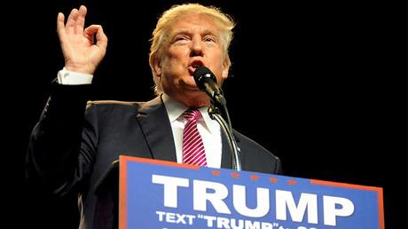 Donald Trump habla a sus partidarios en la ciudad de Charleston, Virginia Occidental, durante un acto de su campaña presidencial, el 5 de mayo de 2016.