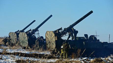 Dotaciones de morteros rusos Tiulpan actuando en un polígono