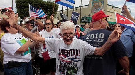 Gente en la Pequeña Habana (Miami) celebra la muerte de Fidel Castro
