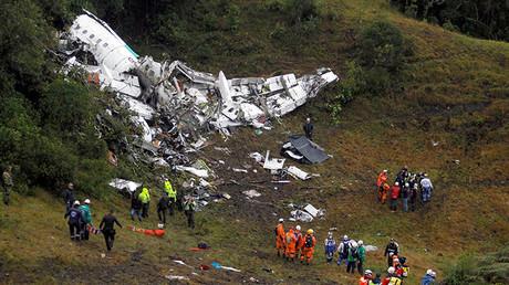 Escombros del avión estrellado en Colombia con el equipo del Chapecoense cerca de Medellín.