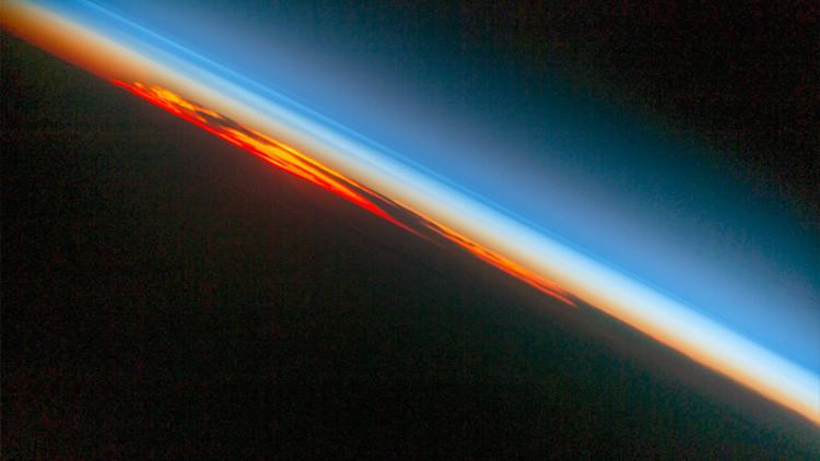 Un atardecer 'en llamas', a vista de astronauta (FOTO)