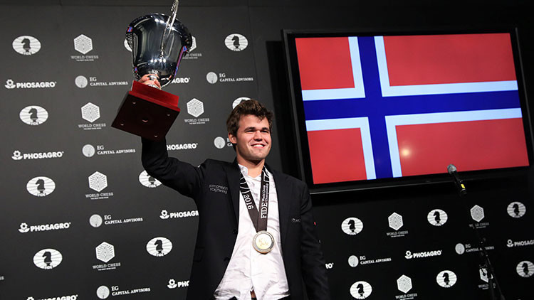 Por qué los medios se preocupan por los calcetines del campeón mundial de ajedrez (FOTO)