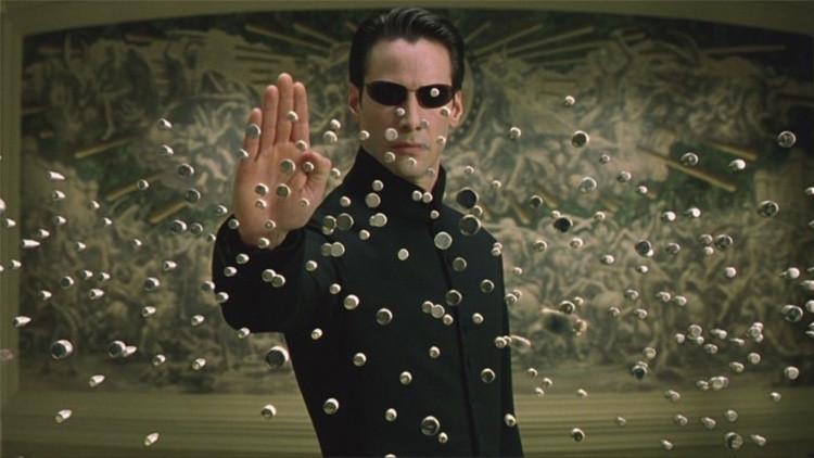 VIDEO: Un ingeniero repite un famoso truco de 'Matrix'