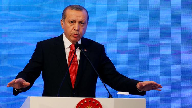 Erdogan llama a los turcos a deshacerse del dólar