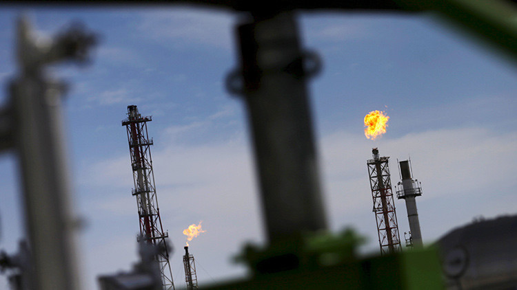 El crudo Brent supera los 55 dólares por barril por primera vez en 16 meses