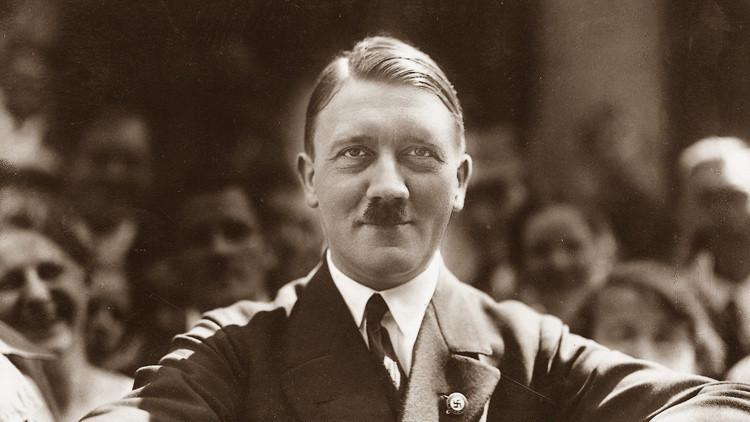 Un invitado violento: aparece foto inédita de Hitler en la boda de su cuñado, al que fusiló