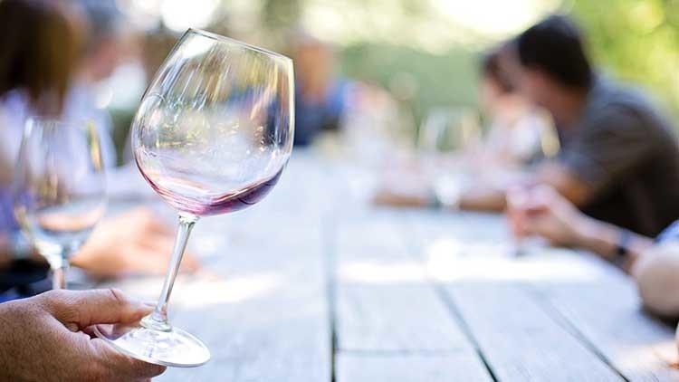 Revelan que hasta una copa de vino puede ser fatal para el corazón