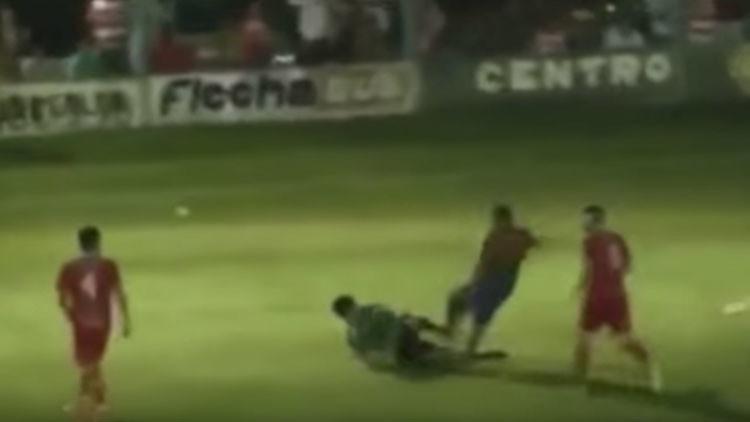 El fútbol argentino se tiñe de negro por brutales ataques contra árbitros (Videos)