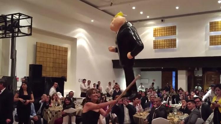 Video: Senadores mexicanos apalean una piñata de Donald Trump