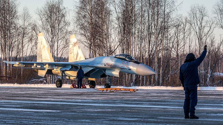 Los ultramodernos guardianes aéreos Su-35 llegan al noroeste de Rusia (Video)