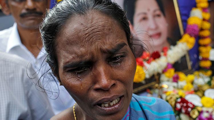 """280 personas mueren en la India """"por congoja"""" tras la muerte de una dirigente regional"""