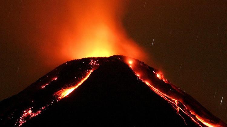 El Volcán de Fuego arroja violentamente lava y ceniza y calienta el aire en México (VIDEO)