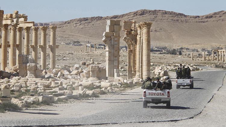 Moscú: Las tropas sirias y la aviación rusa repelen los ataques terroristas en Palmira