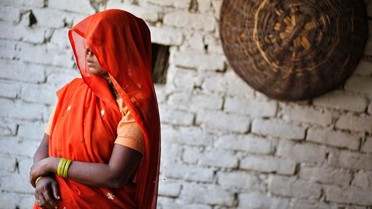 Queman y tiran a un pozo a una niña india que opuso resistencia a sus violadores
