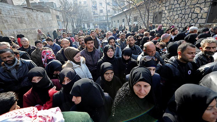 Video: Así abandonan los civiles Alepo con ayuda de Rusia