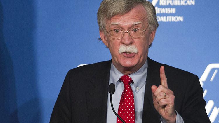 """Exdiplomático de EE.UU.: El 'hackeo' de las elecciones pudo ser una """"operación de bandera falsa"""""""