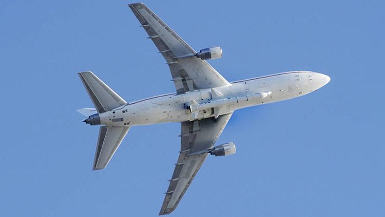 La NASA lanza un cohete Pegasus con 8 satélites desde un avión sobre el océano Atlántico