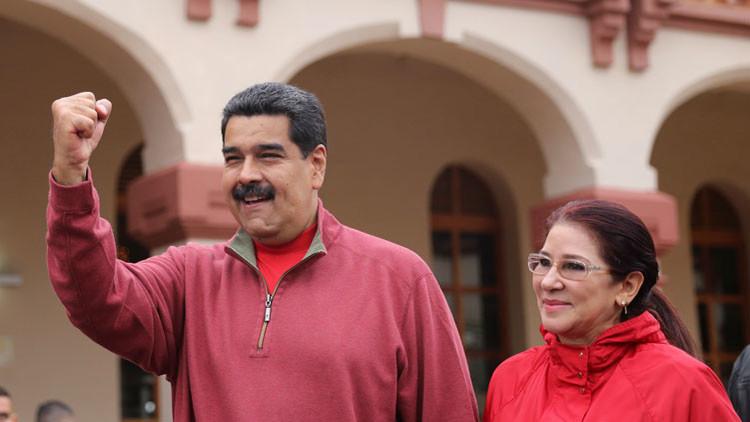 """Maduro denuncia que la extracción de billetes pretende """"asfixiar el sistema financiero"""""""