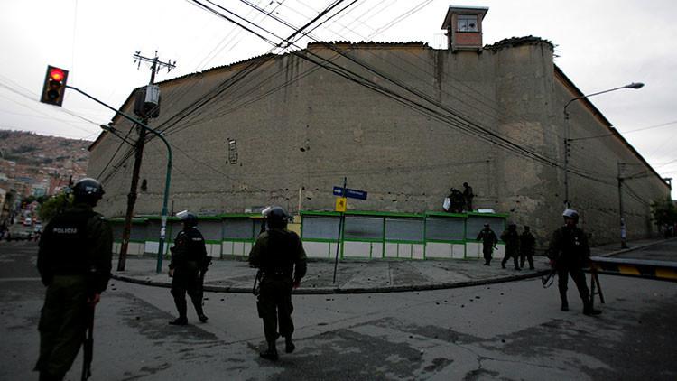 Ojo por ojo: Reos propinan una mortal golpiza a un boliviano que mató a su hija de 7 años
