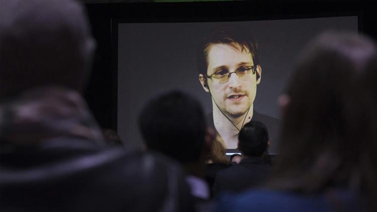 """Snowden siente que el Gobierno de EE.UU. lo mantiene """"atrapado"""" en Rusia"""