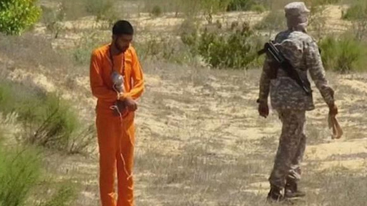 El Estado Islámico difunde un video en el que hace explotar a un prisionero con una bomba