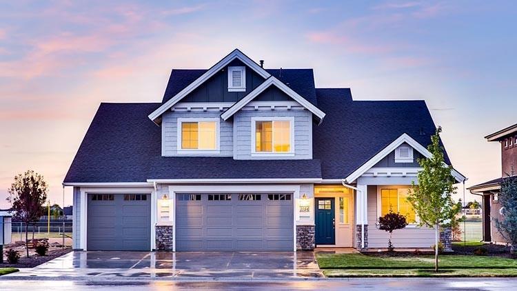 Expertos explican por qué es un error comprar una vivienda actualmente