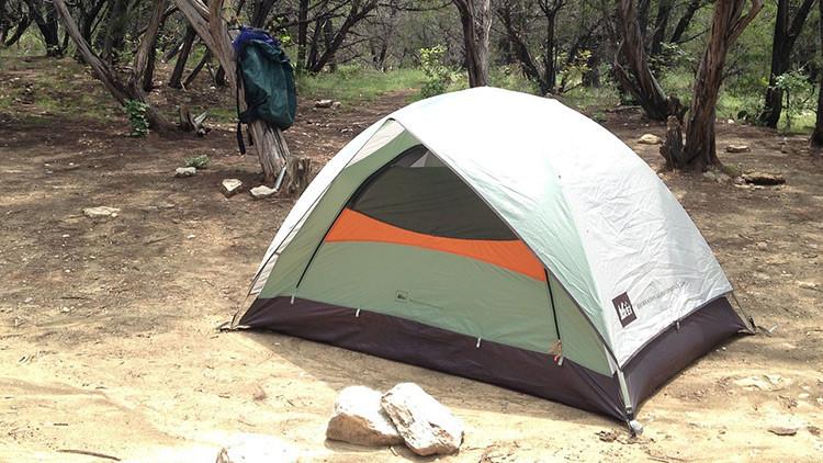 Empleados de Amazon viven en tiendas de campaña por las condiciones abusivas