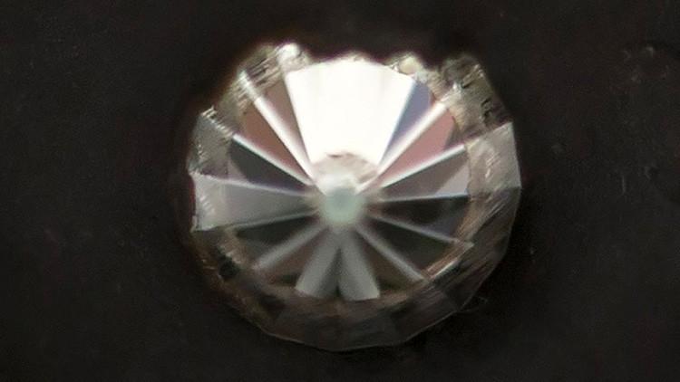 Descubren una sencilla forma de crear un 'superdiamante' que destruye cualquier material terrestre