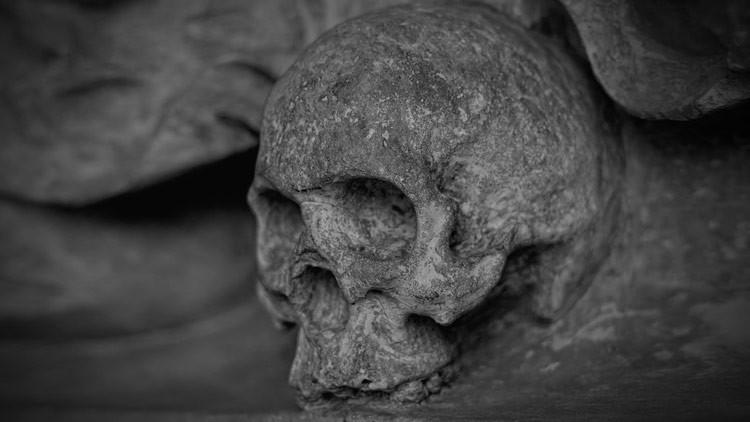 Clavados al suelo y mutilados: Descubren en Polonia los restos de tres 'vampiros'