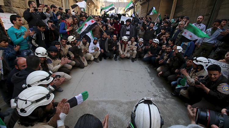 El 'lado oscuro' de los Cascos Blancos: 5 cosas que debería saber de los 'defensores civiles sirios'