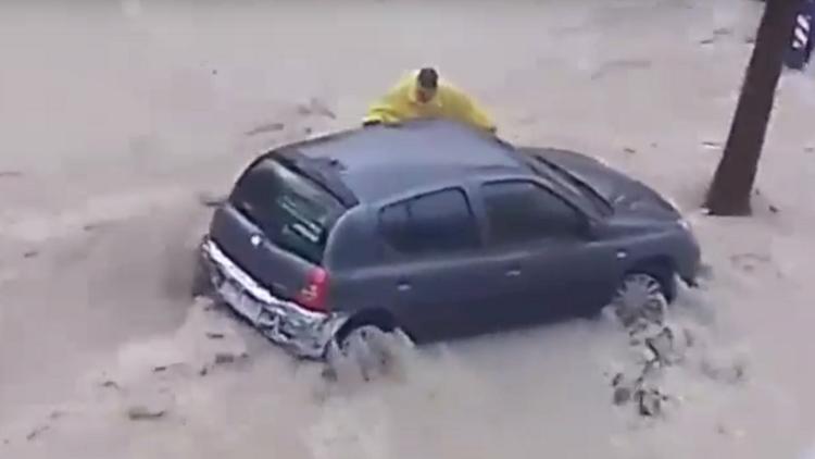 España: Un hombre muere ahogado arrastrado por una riada en Alicante (VIDEO)