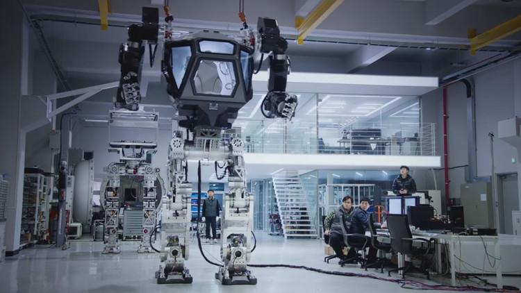 VIDEO: Desarrollan un gigantesco robot andador tripulado en Corea del Sur