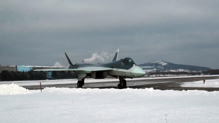 Revelan nuevas fotos del avanzado cazabombardero ruso T-50