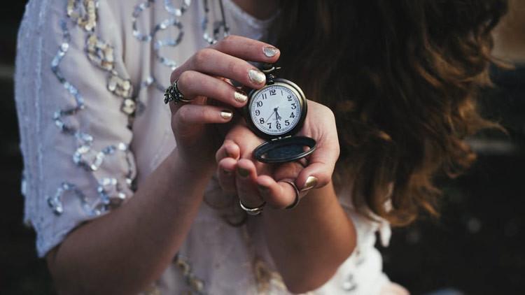 ¿Por qué el tiempo 'vuela' cuando nos divertimos y se 'detiene' cuando estamos aburridos?