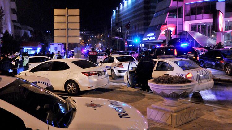 """""""Tal vez no fue casualidad que el asesino del embajador ruso le disparara por la espalda"""""""
