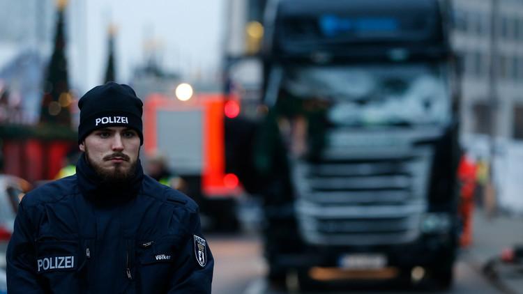 Policía alemana efectúa una operación especial en un albergue de refugiados tras el ataque en Berlín
