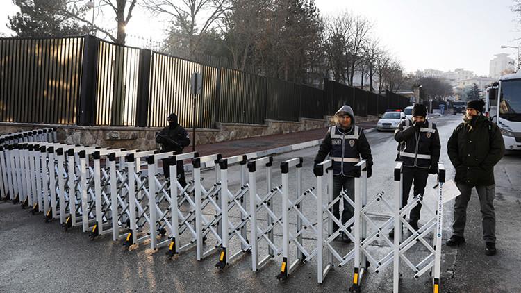 El asesino del embajador protegió la misión diplomática rusa en Ankara