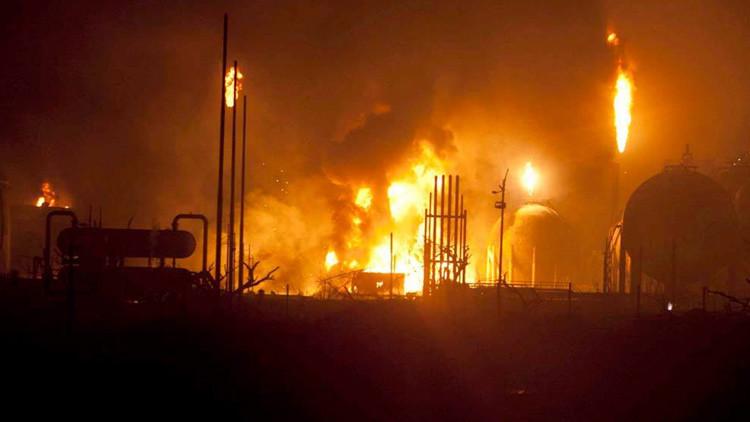 Incendio en Petróleos de Venezuela deja saldo de dos muertos y un herido