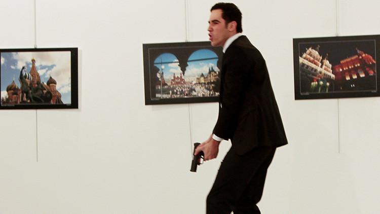 Revelan cuál fue la pistola con la que el asesino del embajador ruso en Turquía le disparó 9 veces