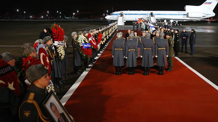 Moscú despide al embajador ruso asesinado en Turquía a manos de un terrorista