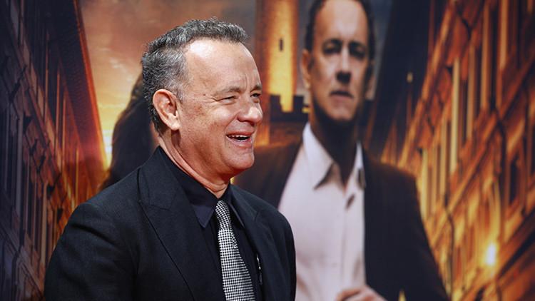 Tom Hanks vuelve a sorprender a sus fans, esta vez con una selfi en Polaroid