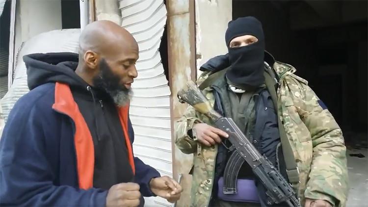Un periodista que envió un 'último mensaje de Alepo' aparece junto a un terrorista suicida (VIDEO)